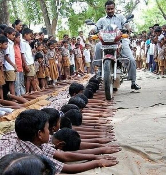 Photo of معاقبة أطفال مقصرين في الهند