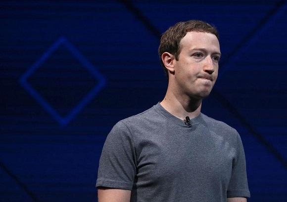 Photo of 10 أشياء يجب عليك إزالتها من ملفك على فيسبوك لتحظى بأمان أكثر