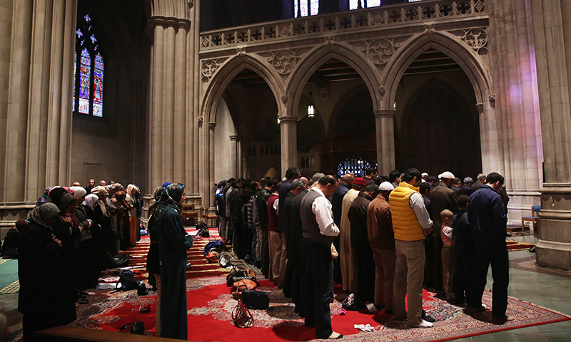 Photo of عدد الداخلين في الإسلام يساوي عدد التاركين له