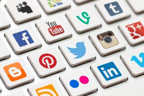 المراهقين شبكات التواصل الاجتماعي